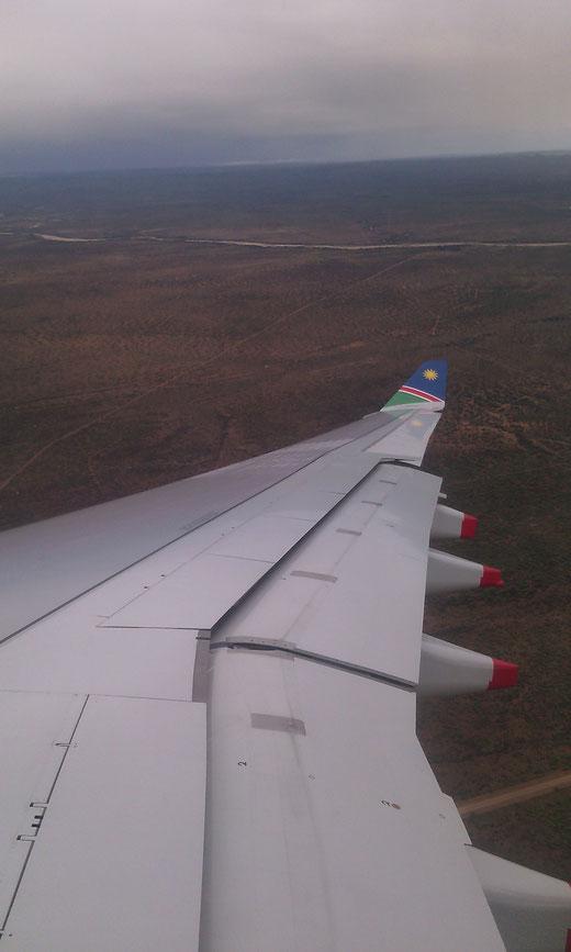 Blick aus dem Airbus der Air Namibia vor der Landung in Windhoek