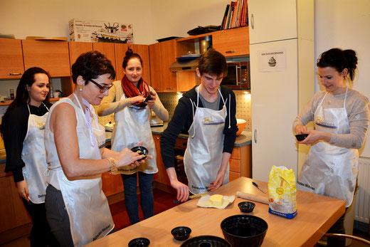 Vorbereitungen für Ostern im Betreuten Wohnen von B3-Netzwerk