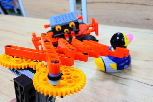 ヒューマンアカデミーロボット教室スタディPCネット大分高城校|のびーるハンドで何をつかむ?