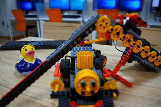 大分のロボット教室スタディPCネット大分高城校では、作成したロボットで毎回超ミニロボットコンテストを開催しています!