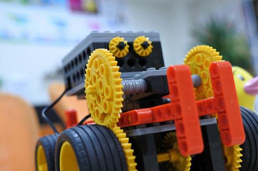 ヒューマンアカデミーロボット教室スタディPCネット大分高城校|ロボット改造でうおうさおう・・・