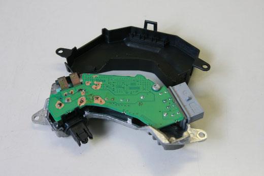 SAAB 9-3 ブロアモーターレギュレーター修理