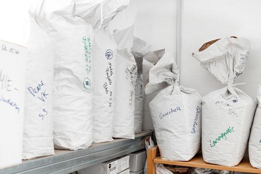 Papiersäcke im Stückgut-Lager