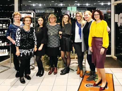 Unsere hochmotivierten Mitarbeiterinnen © Steinern Apotheke 2020