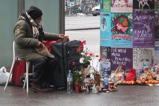 12. Dezember 2017 - Für noch mehr Realitätsverlust. An der Bahnhofstrasse in Zürich.