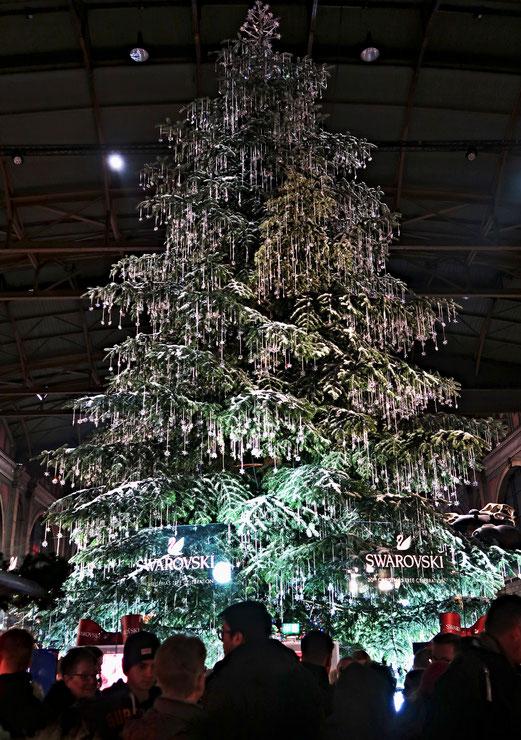 24. Dezember 2017 - Baum trägt Modeschmuck