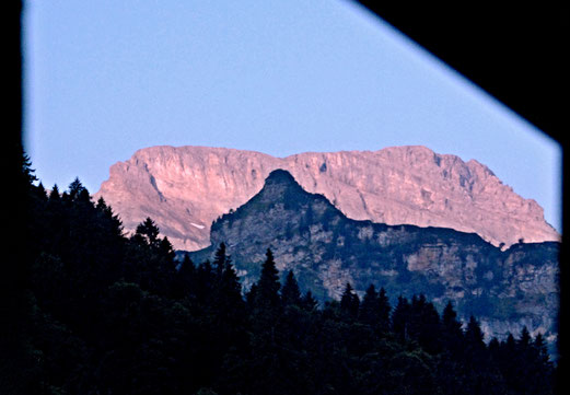 05. August 2018 - Erwachen am Morgen früh. Blick aus dem Fenster...