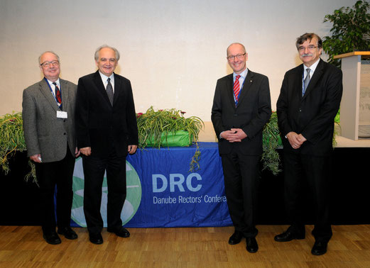 f.l.t.r.: DRC Honorary President Prof. Dr. Ferenc Hudecz, DRC Vice-President Prof. Dr. Doru Pamfil, DRC President Rector Friedrich Faulhammer, DRC Vice-President Prof. Dr. Karol Micieta © Donau-Universität Krems