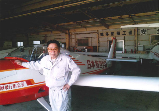 理事長梅沢先生は、「善通寺に行く折には、この飛行機で更生社に行きますよ。」と。私は、スケールの大きさにビックリ!!ここには、ジェット機にヘリコプターを保有し、一つの小さい国ですよ。