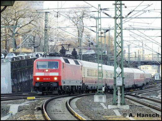 Am 29. Dezember 2012 konnte ich in Dresden Hbf. die Einfahrt eines Rheingold-Express Zuges dokumentieren. Zuglok war 120 138-3