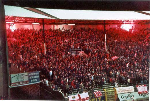 Blickwinkel von Tom auf die Heimfans von Royal Antwerp FC