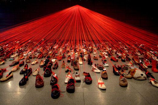 Chiharu Shiota, Dialogue from DNA, 2004, Manggha, Centre of Japanese Art and Technology Poland, photo de Sunhi Mang.
