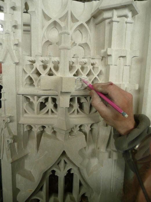 Work in progress d'un dais pour la façade de la cathédrale de Rouen. Cette pièce en remplace une autre à 40 m de haut ! (Le dais est la partie sculptée qui couronne une statue.)