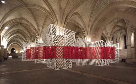 2015, « Paravents » - l'installation de Georges Rousse transforme les volumes de la salle des Gens d'armes à la Conciergerie.