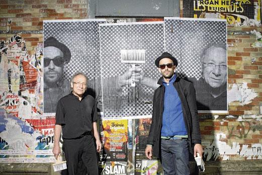 Ernest Pignon-Ernest et JR devant une oeuvre de JR. (photographie © Manuel Lagos Cid.)