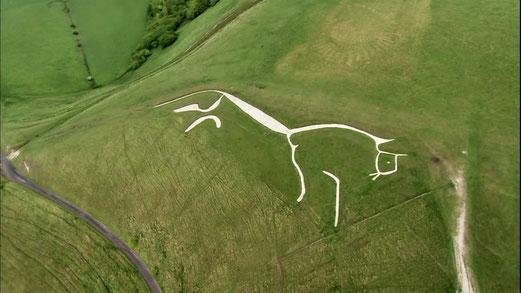 Le Cheval blanc d'Uffington dans le Oxfordshire en Angleterre, environ 100X30m. Date : 1000ans au minimum, peut-être 3000.