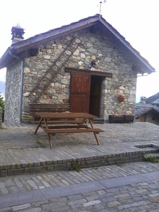chalet in villaggio tipico di montagna www.maisonmarcel.com