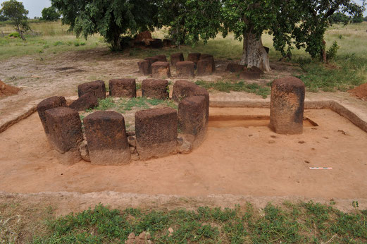 Fig. 2/ Monument XIV : protohistoric level before a first episod of ruin (Photo : A. Delvoye)