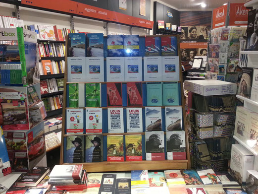"""Immagine & Poesia"" on sale in a bookstore dowtown - Torino"