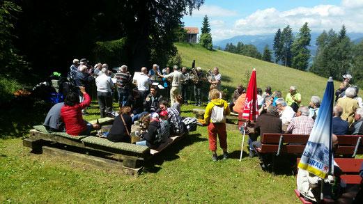 Die Veteranen der Musica da Domat unterhalten die Gäste beim Restaurant der IGEB