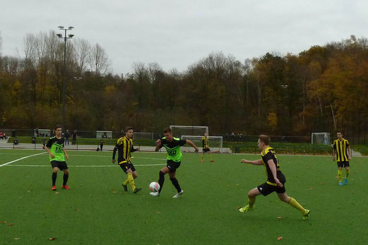 TuS A-Jugend im Auswärtsspiel beim FC Stoppenberg. - Fotos: mal.