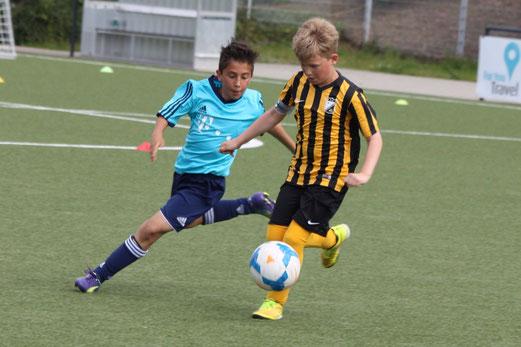 Spiel um Platz 3: TuS E1-Jugend gegen Vogelheimer SV. - Fotos: p.d.