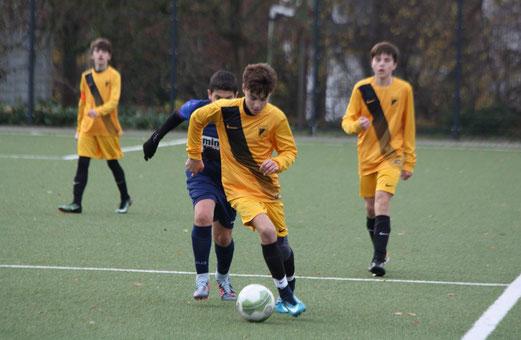 TuS C1-Jugend im Spiel gegen Tgd. Essen-West. - Fotos: pad.