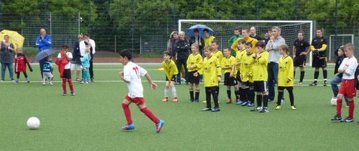 TuS E3-Jugend im Spiel um Platz 3 (Achtmeterschießen) gegen Rot-Weiß Mülheim E2 (5:3 n.A.). - (Foto: mal).