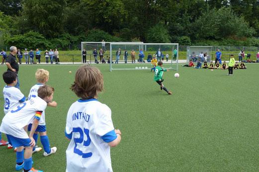 Spiel um Platz 3 - Achtmeterschießen: DJK Blau-Weiß Mintard F1 - Vogelheimer SV F1 (5:3 i.A.). - (Foto: mal).