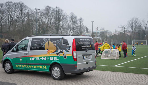 DFB-Mobil Besuch mit F1-Training an der Pelmanstraße, 19.03.2015. - Foto: r.f.