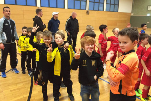 TuS F3-Jugend beim Hallenturnier in Rheinhausen. - Foto: kiba.