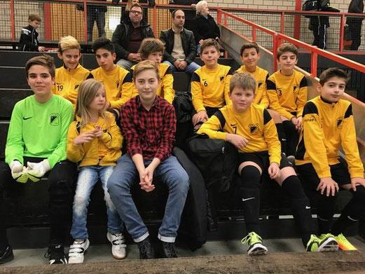TuS D1-Jugend bei der Hallenwinterrunde im Nordost-Gymnasium. - Foto: pad.