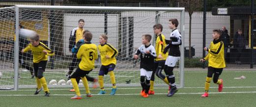 TuS D1-Jugend im Heimspiel gegen SpVgg. Schonnebeck. - Fotos: p.d.