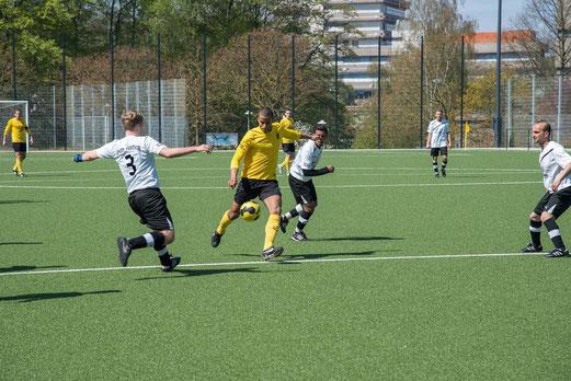 TuS Erste Mannschaft im Spiel gegen Union Frintrop (Foto: r.f.).