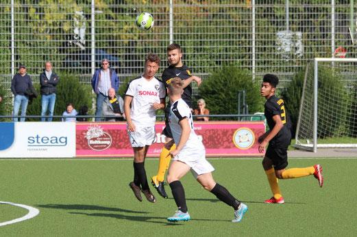 TuS A-Jugend im Spiel gegen den FC Stoppenberg. - Fotos: abo (1-2,4-8), n.b.(3-5).
