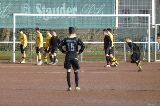 TuS B-Jugend im Auswärtsspiel an der Karnaper Lohwiese. - (Foto: mal).
