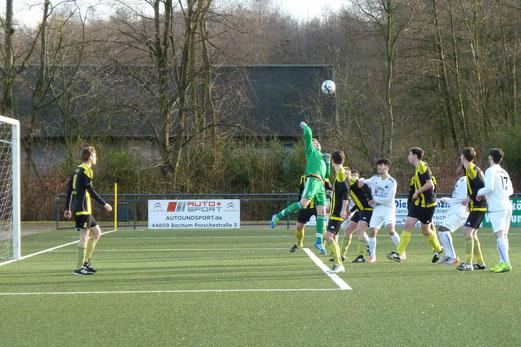 TuS A-Jugend im Auswärtsspiel bei der SpVgg. Schonnebeck. - Fotos: mal (1-5), abo (6-9).