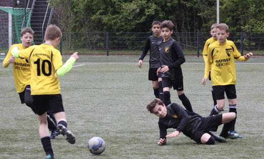 TuS D1-Jugend im Spiel bei Sportfreunde Niederwenigern. - Fotos: pad (1-5), a.s. (6-10)..