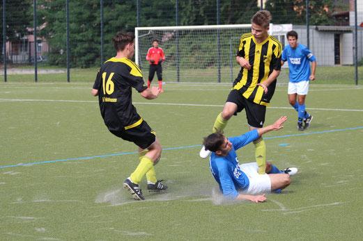 TuS A-Jugend im Spiel beim Vogelheimer SV. - Fotos: abo.