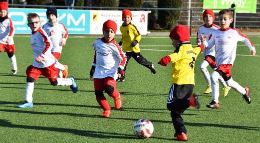 TuS Bambini 1 im Heimspiel gegen ESC Rellinghausen 06. - Fotos: dabu.