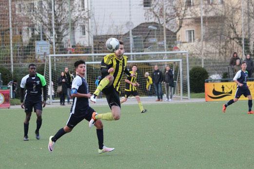 TuS A-Jugend im Spiel gegen den FC Kray. - Fotos (5-9): abo.