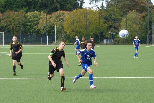 TuS C2 im Spiel gegen SG Schönebeck C4. - Fotos (1-3): mal, TuS B-Jugend in Überruhr. - Fotos (4-5): p.a..