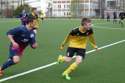 Spiel mit hohem Einsatz: TuS B-Jugend gegen die SG Schönebeck an der Pelmanstraße. - (Foto: mal).