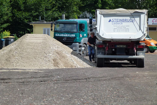 30.07.2012: Baumaterial aus dem Sauerland (Foto: mal).