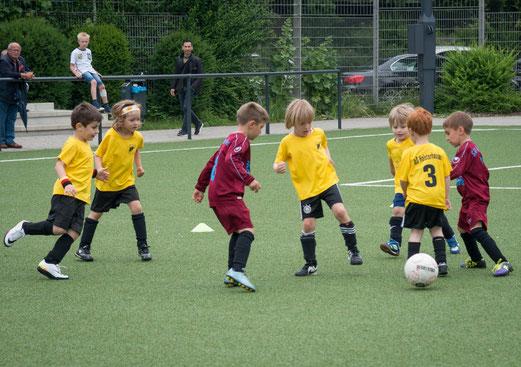 TuS Bambini 3 im Spiel gegen SV Borbeck 2 (1:4). - Fotos: r.f.