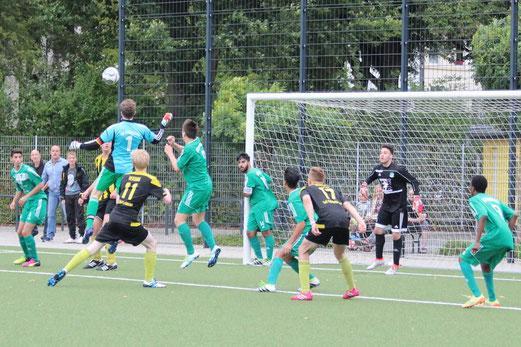 TuS A-Jugend im Heimspiel gegen SpVgg. Schonnebeck. - Fotos: abo.