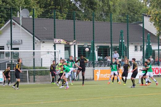 TuS B-Jugend im Spiel bei Adler Union Frintrop. - Foto: abo.