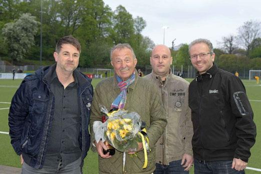 Blumen für Norbert Müller. - Foto: a.s.