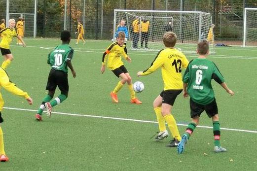 TuS D1-Jugend im Heimspiel an der Pelmanstraße gegen DJK Adler Union Frintrop. - Fotos: s.v.g.