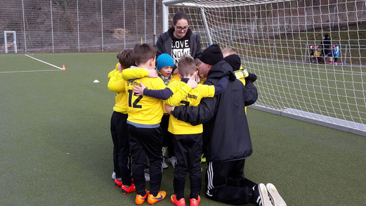 TuS Bambini 1 beim Auswärtsspiel in Frohnhausen. - Fotos: tisa.